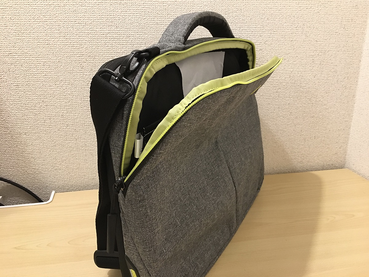 Incase 15″ Reform Collection Tensaerlite Brief Bag