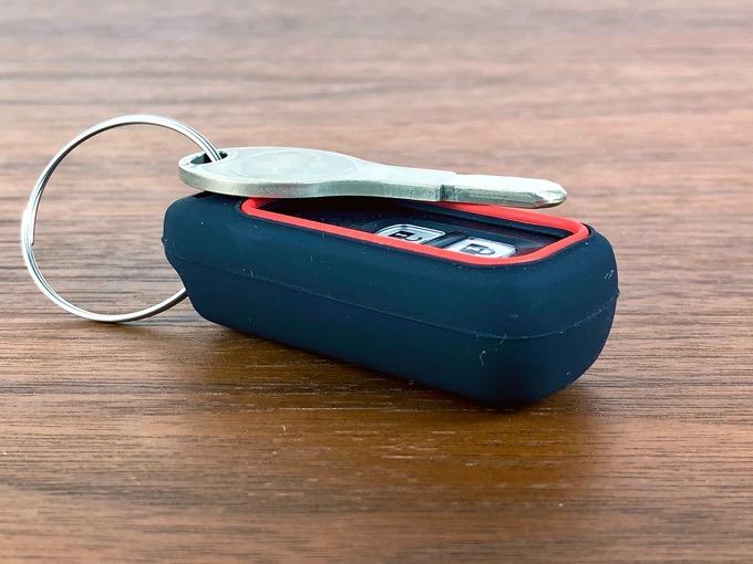 スマートキーにシリコンカバーを着けるとキーがひとまわり大きくなる