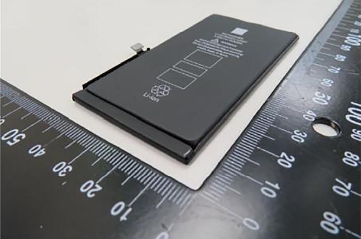 【バッテリー容量を比較】Apple iPhone 12は、バッテリーがiPhone 11よりも小さい