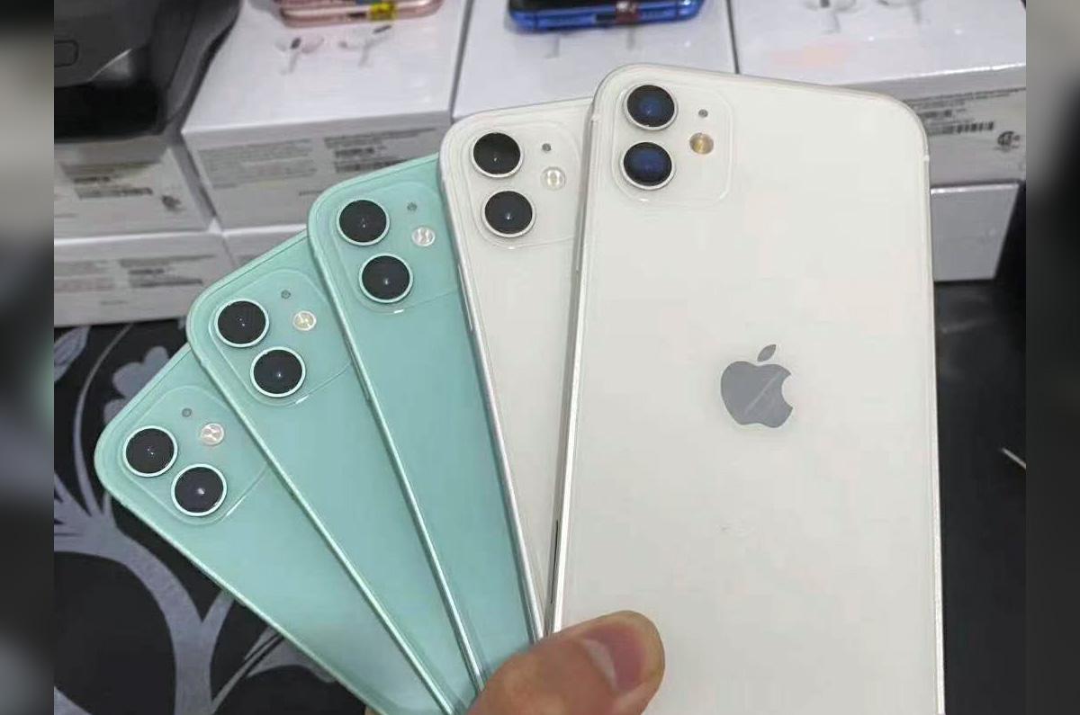 iPhone 12は、明るいブルーが登場か / iPhone 11をiPhone 12に変換する外装が公開される