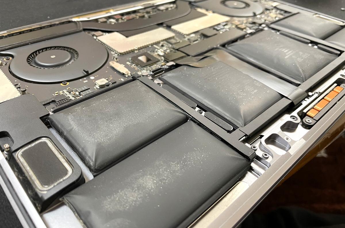 私のMacBook Proのバッテリーが膨らんだ理由「その原因は新機能だった」